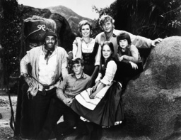 SWISS FAMILY ROBINSON, from left: Cameron Mitchell, Willie Aames, Pat Delaney, Helen Hunt, Martin Mi
