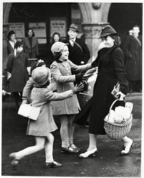 War Britain - Evacuation - 1939 .... Mrs Elliott Of Tottenham Runs To Greet Her Six Daughters In October 1939. It Was The First Time They Had Been Together Since The Girls Were Evacuated To Saffron Walden In September.