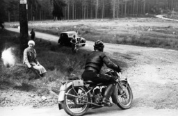 HJ-Motorradgeländefahrt 1936 - HJ Motorcycling Tour, Harz,1936 / Photo -