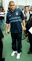 ENGLAND SOCCER PLAYER KIERON DYER GIVES A NEWS CONFERENCE IN SEOGWIPO
