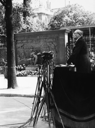 Leon Blum gives a speech, 1937