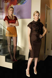 GOSSIP GIRL, from left: Blake Lively, Kelly Rutherford (wearing a Hugo Boss dress), 'The Magnificent