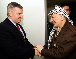 PALESTINIAN PRESIDENT ARAFAT MEETS WITH U.S MIDDLE EAST ENVOY ZINNI IN RAMALLAH