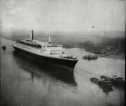 The New Cunard Liner Qe2 Sails Down The Clyde For The First Time In 1968.