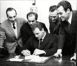 John Charles (dead February 2004) Signs For Juventus Watched By Left To Right Giovanni Paolillo Gigi Peronace Don Revie And Franco Pesci