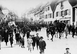 Infantry Regiment Nr. 99 marches into Zabern, 1914