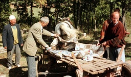 ETHNIC ALBANIANS CARRY A BODY IN DRENICA REGION