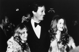 Watchf Associated Press Domestic News APHS59936 PETER FONDA AND FAMILY