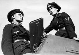 Tank commander and tank gunner, 1940