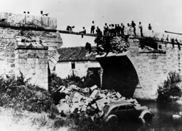 Angriff auf Madrid/gesprengte Brücke1936 - Boming of Madrid / Basted Bridges / 1936 - Attaque sur Madrid / Pont d'truit / 1936