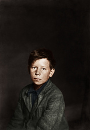 Kinderarbeit/USA/ Spinnereiarbeiter 1916 - Child Labour / USA / Boy Warking in a Shoe Factory / 1916 -