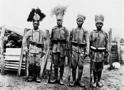Askari-Patrouille meldet sich zurück - Askari patrol reports back - Patrouille askari ap.une explosion, 1915