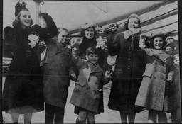 The Children Of The American Ambassador Joseph Kennedy Left To Right: Kathleen 18 Robert 13 Edward 6 Mrs Kennedy (in Rear) Patricia 17 And Jeanne 16.