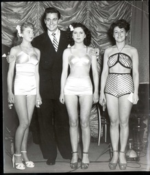 Bathing Beauties At Ilford. L-r: Jeanie Clark: 2nd Maxwell Reed Joane Ash: 1st And Miss Holl: 3rd 1949.