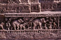Konarak, Sonnentempel, Relieffries, Einfangen der Elefanten - Konarak, Sun Temple, Relief Frieze, Elephants - Konarak, temple du Soleil, frise / Captu