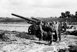 PHOTO SHOWS ONE OF THE BIG GERMAN GUNS THAT SUBJECTED WARSAW TO AN UNMERCIFUL BOMBARDMENT, FORCING THE CITY TO CAPITULATE AFTER A HEROIC DEFENCE. POLAND  4 TH OCTOBER 1939.