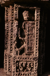 Konarak, Sonnentempel, Männliche Figur / Relief - - Konarak, temple du Soleil, figure masculine / Relief