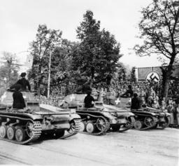 Siegesparade in Warschau 1939 - Victory Parade Warsaw 1939 / Photo -