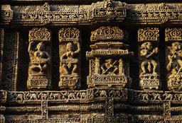 Konarak, Sonnentempel, Musikantinnen / Reliefs - Konarak, Sun Temple / Musicians / Reliefs - Konarak, temple du Soleil, musiciennes / Reliefs