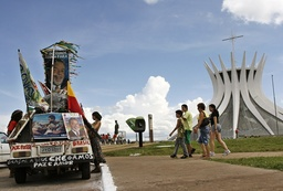 Couple prepare their car to attend the swearing-in of Lula for a second term, in Brasilia