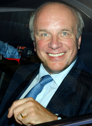 DIRECTOR GENERAL OF THE BBC GREG DYKE LEAVES THE HUTTON INQUIRY IN LONDON