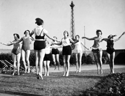 Employees at the gym on the roof garden of the Berlin radio station, 1938