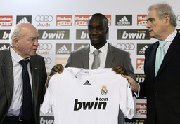 Real Madrid's new midfielder Diarra holds his Real Madrid shirt during his presentation in Madrid