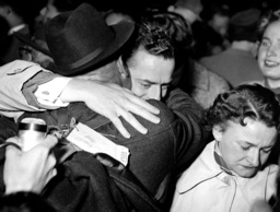 War returnees arrive in Munich