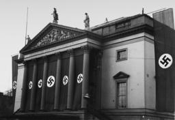 Vorbereitungen zum 1.Mai/Fahnenschmuck.. - Preparations May Day 1938, Flags /Photo -