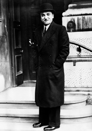 Dino Grandi in front of the Foreign Office, 1936