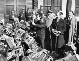 Fiorello LaGuardia destroys cash machines in New York, 1934