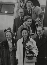 Stars Of Film 'odette' And Wartime Resistance Agent Odette Sansom Leaving Heathrow Airport For The French Premiere Of The Film. Front L-r: Anna Neagle Odette Sansom And Peter Churchill. Behind Peter Ustinov Director Herbert Wilcox And Trevor Howard