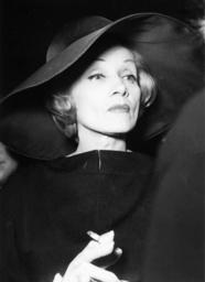 Marlene Dietrich in Berlin / Foto, 1960 - Marlene Dietrich in Berlin /Photo / 1960 - Marlene Dietrich à Berlin / Photo /1960