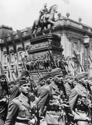 Parade der Legion Condor 1939 - Parade of Condor Legion / Photo / 1939 - Parade de la légion Condor 1939