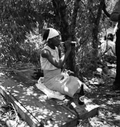 USA, Farbige landarbeiterin /Foto 1937 - -