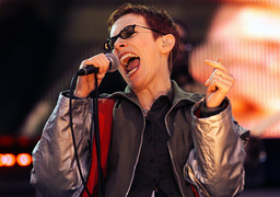 ANNIE LENNOX OF THE EURYTHMICS OPENS NETAID AT WEMBLEY