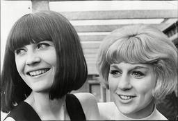Singers Sandie Shaw (l) And Jackie Trent - 1965