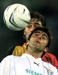 LAZIO'S CLAUDIO LOPEZ IN ACTION AGAINST GALATASARAY'S FLEURQUIN DURING THEIR CHAMPIONS LEAGUE MATCH