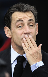 France's President Nicolas Sarkozy blows a kiss to onlookers as he arrives for the second day of the G20 Summit in Cannes
