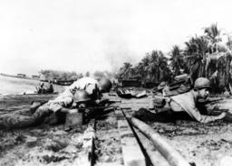 Landung v. US-Truppen auf Cebu/Foto 1945 - US troops land on Cebu / Photo / 1945 -