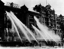 Brandstiftung/London/Speicher/ Foto 1939 - Arson Attacks London / Photo / 1939 - Incendies criminels/ Londres/ Photo 1939