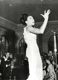 Shirley Bassey Performing On Stage At London's Savoy For 10th Anniversary Of Play 'the Mousetrap'. - She Later Left The Stage In Tears After The Audience Continually Chatted During Her Performance - 1962