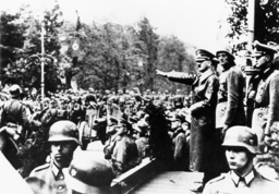 Hitler Siegesparade in Warschau 1939 - Hitler Victory Parade Warsaw 1939. -