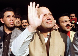 NAWAX SHARIF WAVES TO SUPPORTERS IN LAHORE