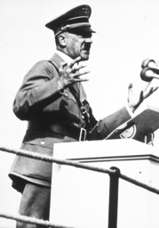 Hitler auf Erntedankfest 1937/Rede... - Hitler at Harvest Festival 1937 / Photo -