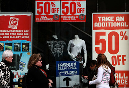 Retailers Offer Deep Discounts In Final Days Of Holiday Shopping Season