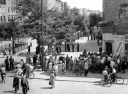 Issueing permits to West Berlin citizens