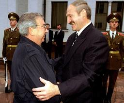 BELARUSSIAN PRESIDENT LUKASHENKO GREETS RUSSIAN PM PRIMAKOV