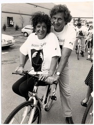 Anita Roddick - Businesswoman - 1990 Body Shop Girls Get 200 Bicycles Anita Roddick And Husband Gordon Plus Company's Chef Paul Le Surf Are Pictured Leading Her Staff Off On Some Of The 350 Raleigh Bicycles They Had Delivered At Their Littlehampton