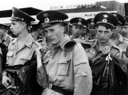 Last Russian soldiers leave Berlin